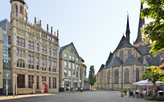 Great Market, Willibrordi cathedral and historic town hall, by: Jürgen Bosmann